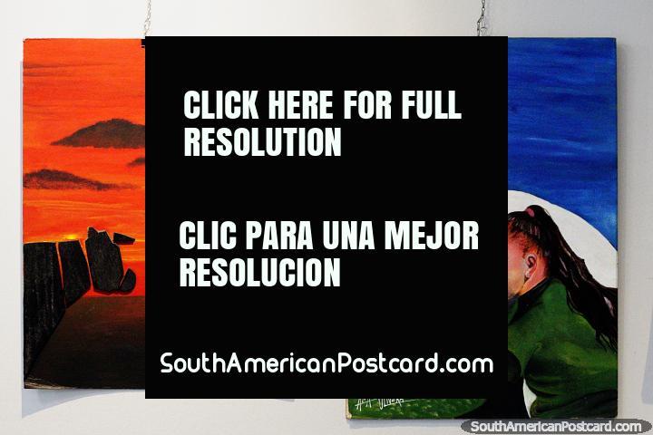 Chica con un caballo y una puesta de sol roja, pinturas en el museo de bellas artes de Treinta y Tres. (720x480px). Uruguay, Sudamerica.