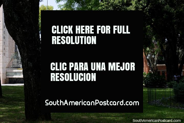 Parroquia San José Obrero (1976), vista desde la plaza en Treinta y Tres. (720x480px). Uruguay, Sudamerica.