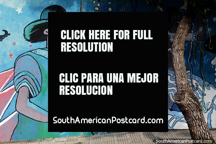 La influencia brasileña en Melo se muestra en este mural de carnaval con tambores bongo. (720x480px). Uruguay, Sudamerica.