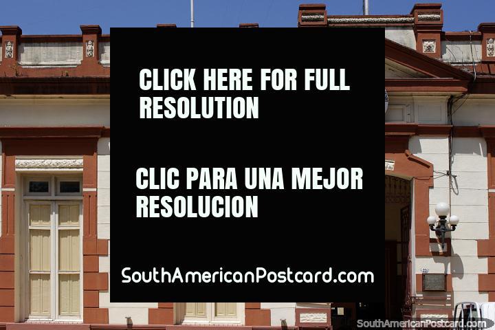 As sedes de polïcia no Uruguai sempre têm edifïcios históricos bonitos, Tacuarembo. (720x480px). Uruguai, América do Sul.