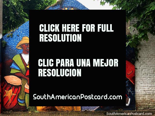 Bailarinos, músicos e mágicos, tempo de carnaval, um mural de rua em Durazno. (640x480px). Uruguai, América do Sul.