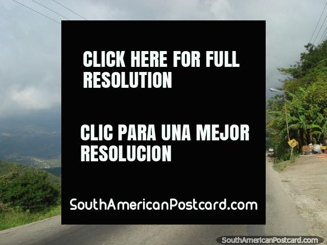 El camino entre San Antonio y San Cristóbal. (640x480px). Venezuela, Sudamerica.