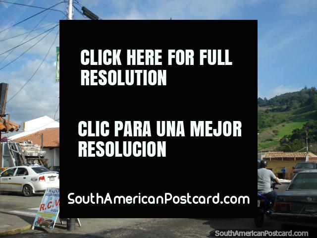 Building a church between San Antonio and San Cristobal. (640x480px). Venezuela, South America.