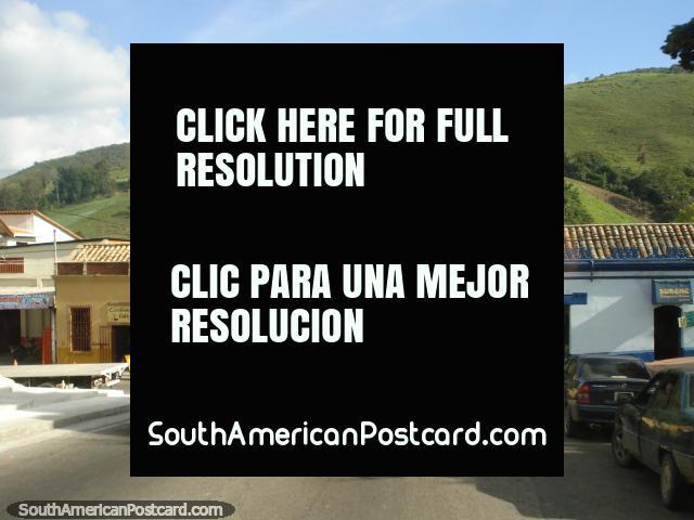 Ruas em uma cidade de San Antonio a San Cristóbal. (640x480px). Venezuela, América do Sul.