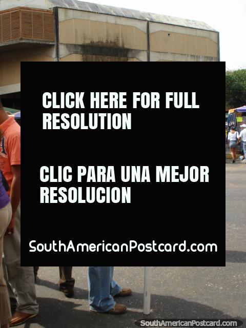 Pirulitos de venda em rua de San Cristóbal. (480x640px). Venezuela, América do Sul.