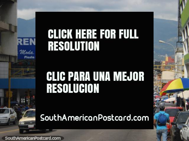 Do centro de San Cristóbal que levanta os olhos em direção as montanhas. (640x480px). Venezuela, América do Sul.