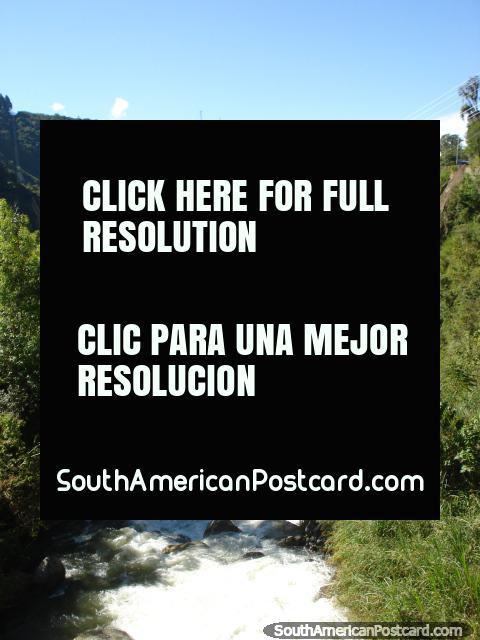 Río y paisaje en la carretera de Transandina de Mérida. (480x640px). Venezuela, Sudamerica.