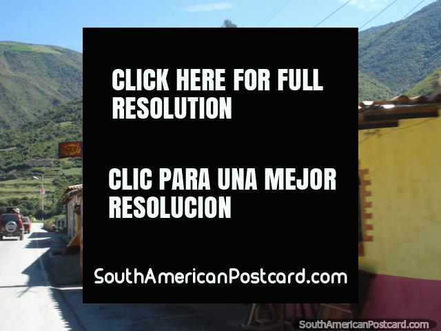 Existem muitas lojas de arte durante a viagem na estrada El Paramo, em Mérida. (640x480px). Venezuela, América do Sul.