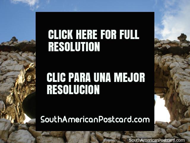Las campanas de la iglesia de Piedra - Capilla de Piedra en San Rafael. (640x480px). Venezuela, Sudamerica.