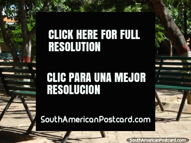 Hay muchos asientos disponibles en este parque en Coro. (640x480px). Venezuela, Sudamerica.