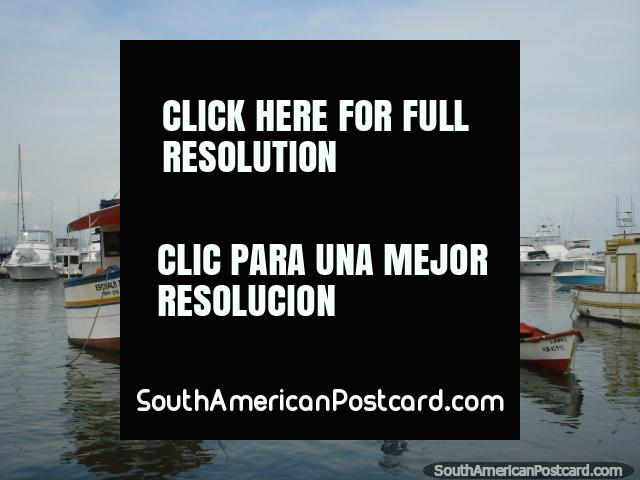 Fishing boats and tourist boats at Puerto Cabello. (640x480px). Venezuela, South America.