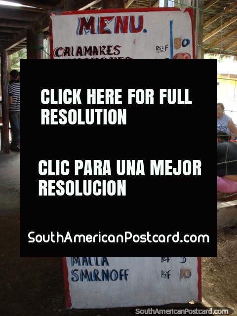 Un menú a pescado en uno de los restaurantes en laguna de La Restinga, Isla Margarita. (480x640px). Venezuela, Sudamerica.
