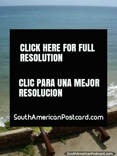 Canon aponta para mar, nïvel de fundo de Castillo San Carlos de Borromeo em Pampatar, Ilha Margarita. (480x640px). Venezuela, América do Sul.