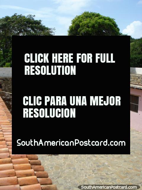 Mirando abajo al nivel del suelo de Castillo San Carlos de Borromeo en Pampatar, Isla Margarita. (480x640px). Venezuela, Sudamerica.