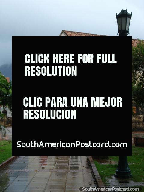 Passarela de pedestres de Praça Bolivar a Catedral de La Asuncion, Ilha Margarita. (480x640px). Venezuela, América do Sul.