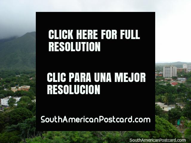Vista de La Asuncion, la derecha de la montaña. (640x480px). Venezuela, Sudamerica.