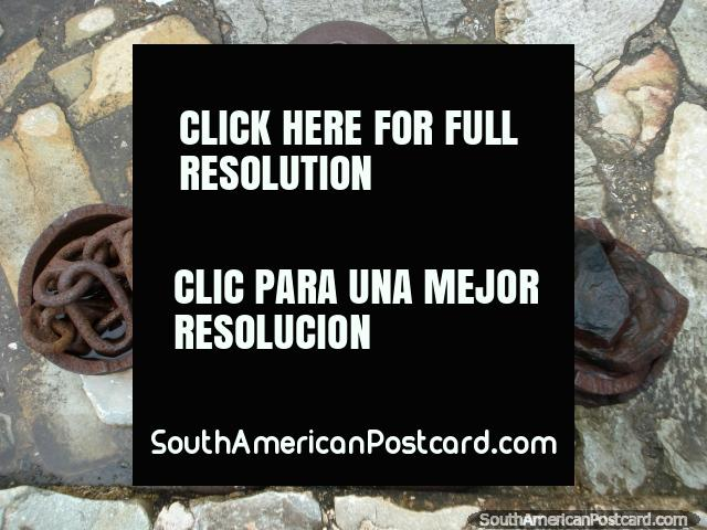 Balas de cañón o pelota y cadenas en castillo Santa Rosa en La Asuncion, Isla Margarita. (640x480px). Venezuela, Sudamerica.