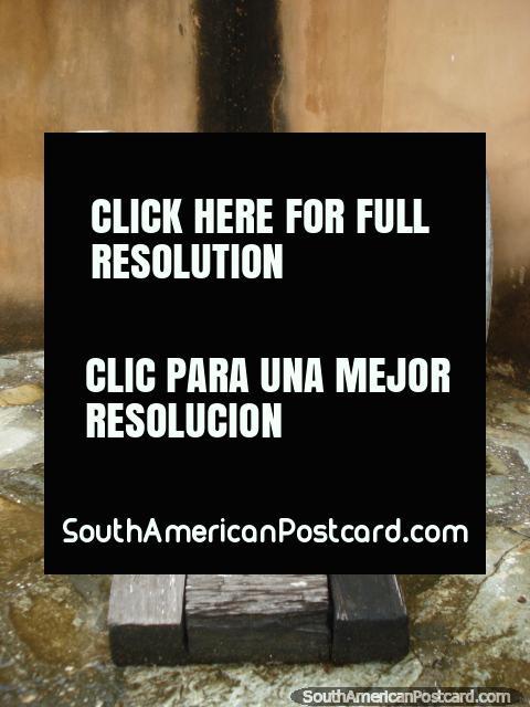 Un viejo carro del cañón hecho de madera en el castillo en La Asuncion, Isla Margarita. (480x640px). Venezuela, Sudamerica.