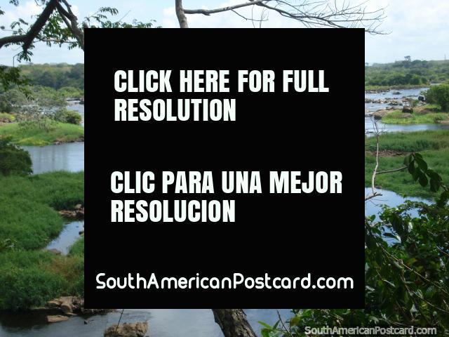 Parque Cachamay en Ciudad Guayana, mucha agua y vegetación. (640x480px). Venezuela, Sudamerica.