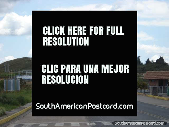 The short walk up the road between the Venezuelan and Brazilian border controls in Santa Elena. (640x480px). Venezuela, South America.