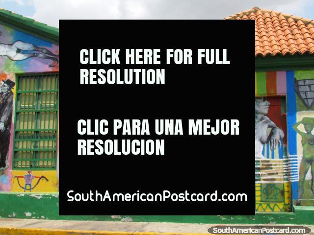 Pintura mural coloreada hermosa debajo de un tejado tejado, Calle Carabobo, Maracaibo. (640x480px). Venezuela, Sudamerica.