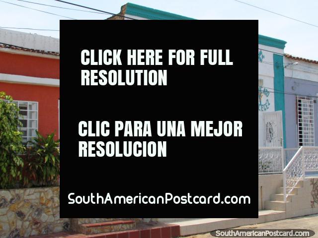 Velhas casas bem guardadas nas vizinhanças de Maracaibo. (640x480px). Venezuela, América do Sul.