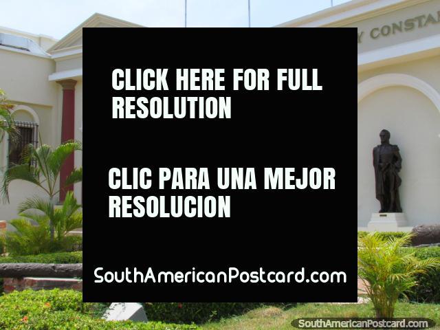 Jardins, canhão e monumentos em Museu Urdaneta em Maracaibo. (640x480px). Venezuela, América do Sul.