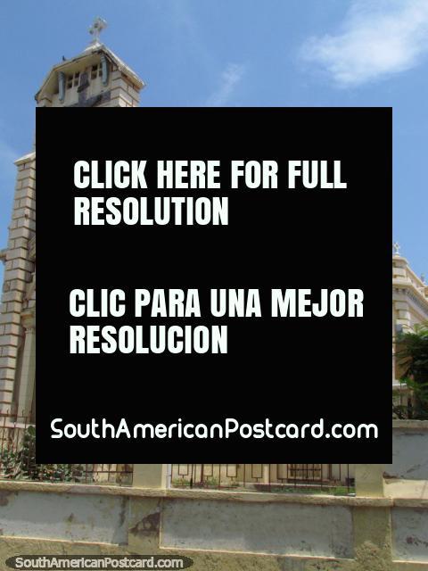 Church Iglesia Santa Teresita, a bit like a castle, Maracaibo. (480x640px). Venezuela, South America.
