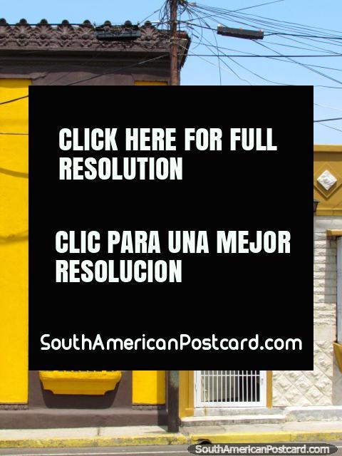 Colores agradables lado al lado, casas históricas en Maracaibo. (480x640px). Venezuela, Sudamerica.