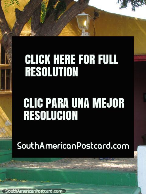 Man reads newspaper in the Santa Lucia neighbourhood, Maracaibo. (480x640px). Venezuela, South America.