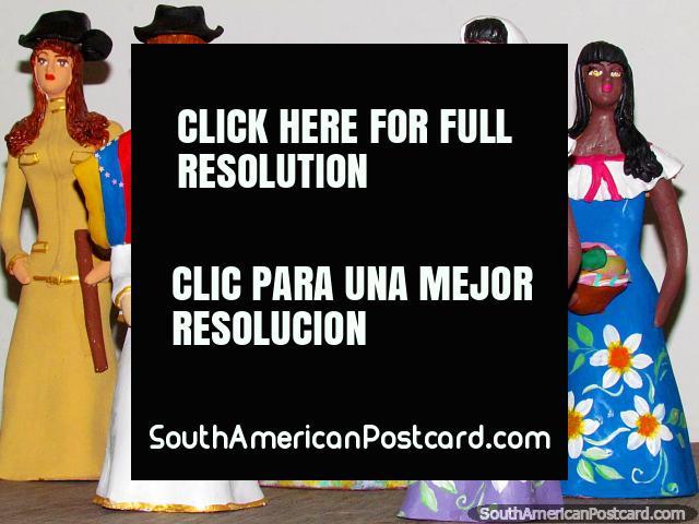 5 female figures in different dresses, ceramics for the shelf in El Tintorero. (640x480px). Venezuela, South America.