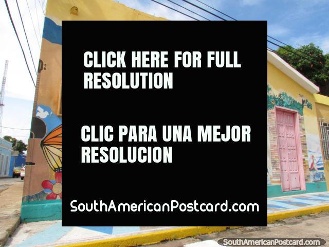 Amazing wall mural on a street corner, pink door, Ciudad Bolivar. (640x480px). Venezuela, South America.