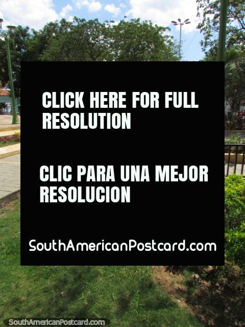 Plaza Rolando in Barcelona. (480x640px). Venezuela, South America.