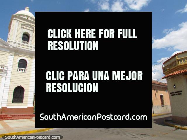 Una esquina de la calle colonial al lado de Plaza Rolando en Barcelona. (640x480px). Venezuela, Sudamerica.