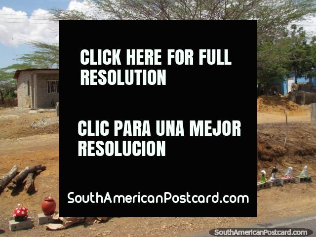 Artes y oficios, cosas para la casa, para borde del camino de venta entre Dabajuro y Coro. (640x480px). Venezuela, Sudamerica.