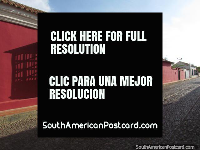 Calles del adoquín y edificios históricos ordenados en Coro histórico central. (640x480px). Venezuela, Sudamerica.