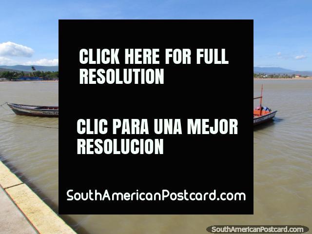 A partir del final del embarcadero que mira hacia atrás a la playa en La Vela de Coro. (640x480px). Venezuela, Sudamerica.
