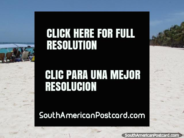 Pure white sands and emerald waters at Cajo Sombrero at Morrocoy National Park. (640x480px). Venezuela, South America.