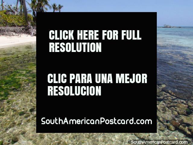 The beautiful shores of Cajo Sombrero, Morrocoy National Park. (640x480px). Venezuela, South America.