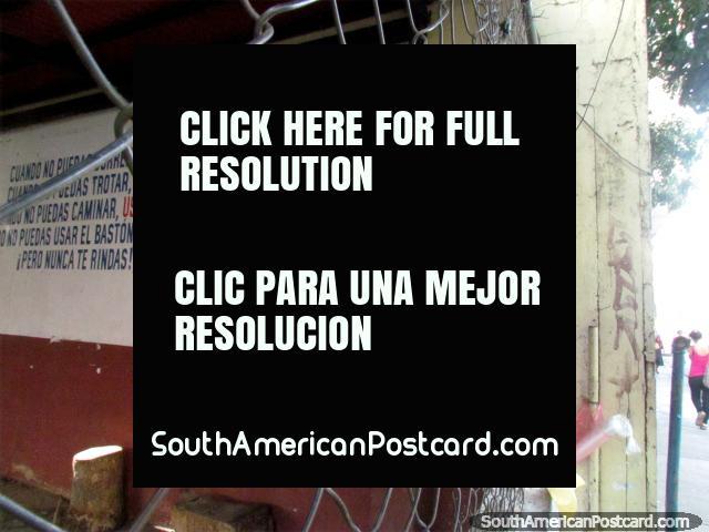 Una figura importante con sombrero y ningún nombre, mural en la pared en Acarigua. (640x480px). Venezuela, Sudamerica.