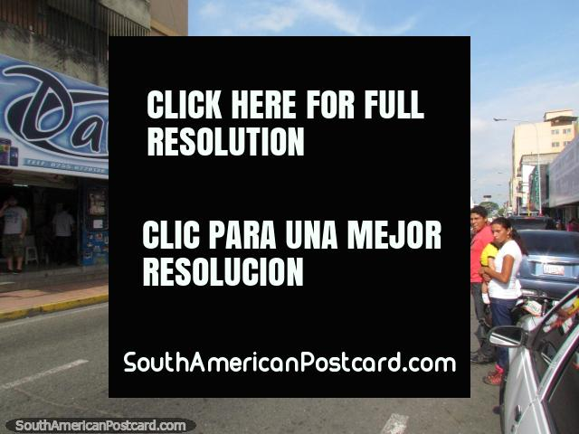 Rua central da cidade e lojas em Acarigua. (640x480px). Venezuela, América do Sul.