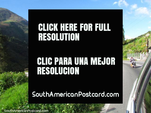 O caminho casas passadas até Apartaderos em 3.500 metros. (640x480px). Venezuela, América do Sul.