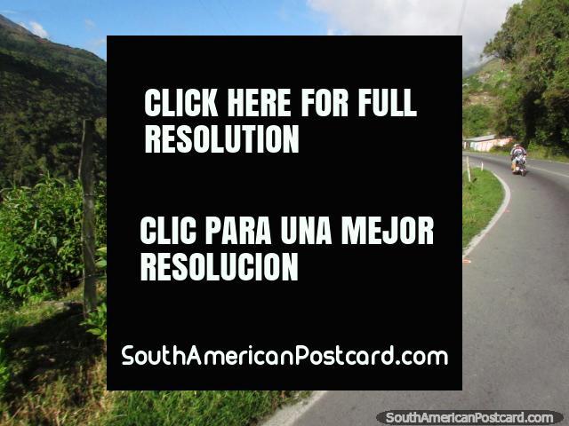 Ascender a Apartaderos de Santo Domingo nas montanhas. (640x480px). Venezuela, América do Sul.