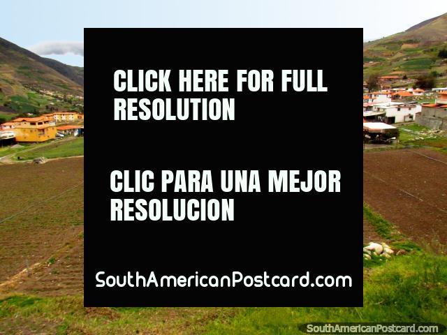 Houses, hills and farmland around La Toma near Mucuchies. (640x480px). Venezuela, South America.