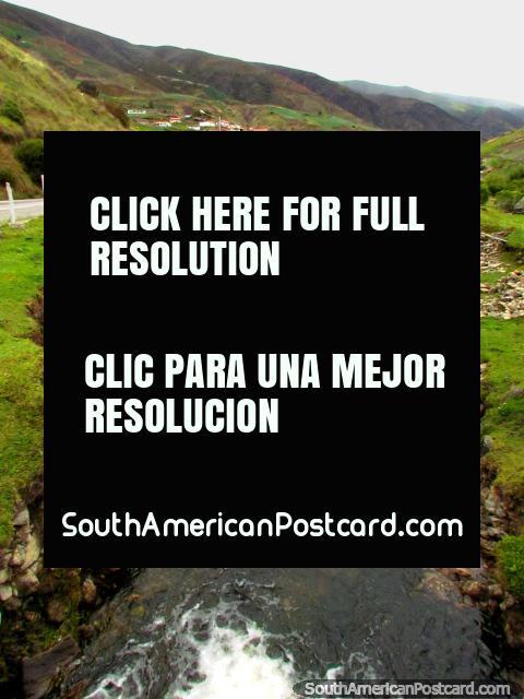 The river runs down alongside the road around Biguznos/Pedregal. (480x640px). Venezuela, South America.