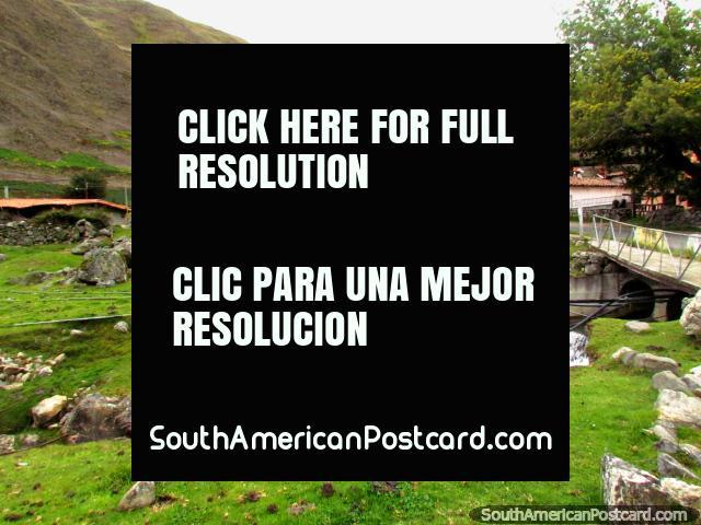 The bridge, river and township of Biguznos/Pedregal. (640x480px). Venezuela, South America.