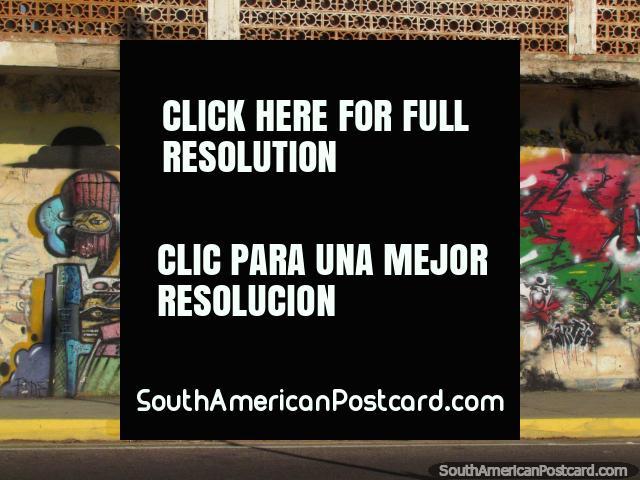 Una pintura mural de graffiti abstracta de 3 caracteres en Maracaibo. (640x480px). Venezuela, Sudamerica.